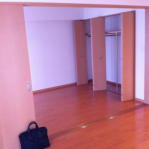 静岡新居のリビング。9月に出来たばかりのマンションなので新築の香りがします。