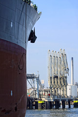 Port Scene (Peet de Rouw) Tags: haven holland port rotterdam ship jetty tanker maasvlakte peet europoort portofrotterdam denachtdienst havenfoto portpicture peetderouw havenfotografie maritiemefotografie
