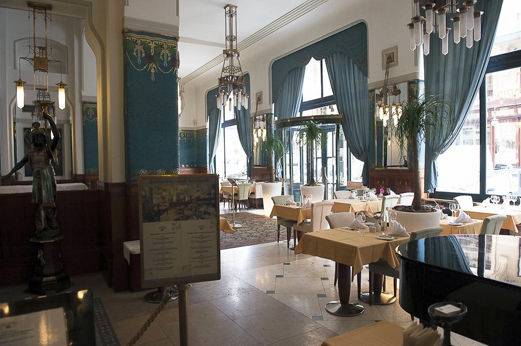 Hôtel Paris est un splendide édifice Art Nouveau