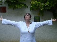 Here's to the world! (storebukkebruse) Tags: hat self selbstauslser tatschlich funktioniert