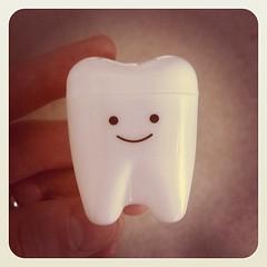 歯(親知らず)を抜きました。最近は、こんな風にお持ち帰りできるんですね。
