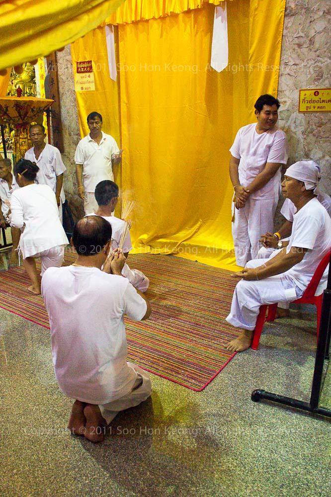 Pray @ Ban Tha Rue Shrine, Phuket Vegetarian festival 2011, Phuket, Thailand