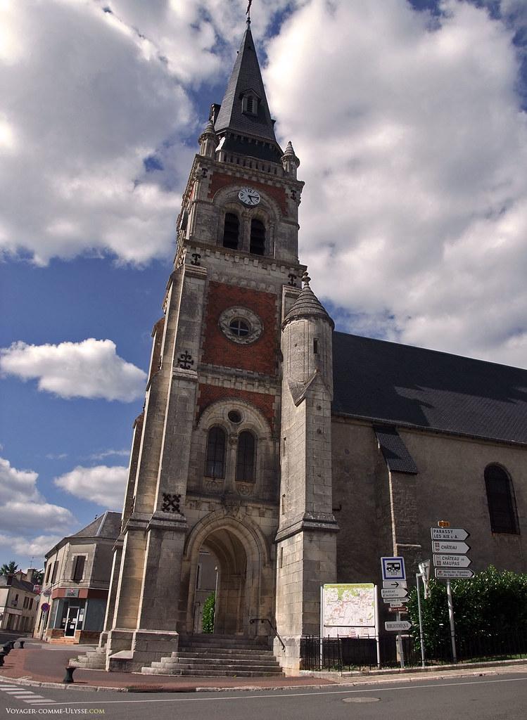 Eglise de Menetou-Salon, datant de 1867. La paroisse est sous le patronnage de Saint Pierre depuis le Xie siècle.