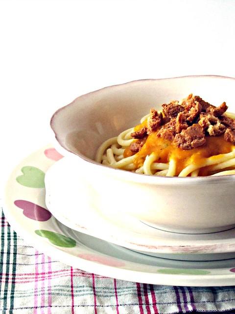 Spaghettoni con Fonduta di Zucca allo Zafferano e Amaretti