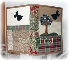 ...Capa em patchwork... (Ponto Final - Patchwork) Tags: verde quilt handmade country passarinho fabric cotton patchwork marrom xadrez aplicações patchcolagem caseado arvorezinha capadeagenda