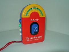 Walkman met radio WMF-3010 - My First Sony collectie (BeeldenGeluid) Tags: museum radio ads walkman reclame retro gadgets collectie archief objecten beeldengeluid myfirstsony nederlandsinstituutvoorbeeldengeluid