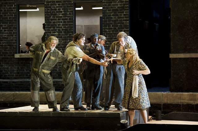 A production image of Il Tabarro © Bill Cooper/ROH 2011