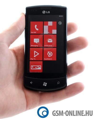 LG Optimus 7 kézben