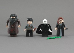 4865 - Minifigs Front
