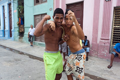 Costauds (hubertguyon) Tags: street city men island cuba young ile habana rue ville hommes jeunes amrique amriquelatine havane