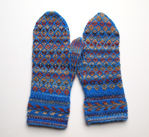 rose pattern mittens