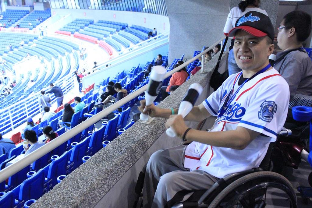 輪椅可以靠近欄杆