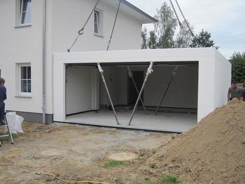 Garage mit Stützpfeilern