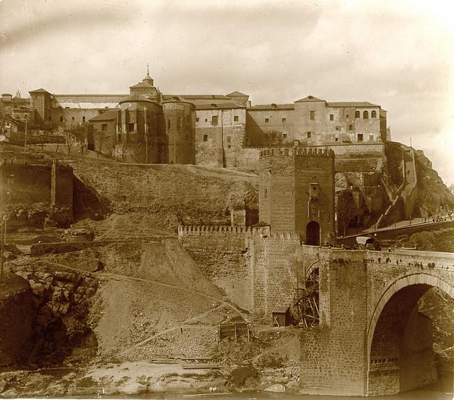 Puente de Alcántara y Convento de la Concepción Francisca en 1914. Fotografía de Luis Calandre Ibáñez