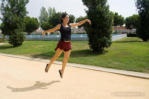 Ana levitando