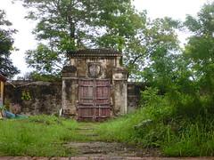 Dilapidated walls of Forbidden Purple City (MrBeetRTW) Tags: city purple citadel vietnam forbidden hue