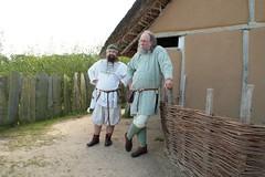 Ulf Hasselberg von Svarta Vargar Vikings und ein Mitglied von Opinn Skjold sehen bei den NDR-Dreharbeiten zu- Wikinger Museum Haithabu WHH 16-09-2011