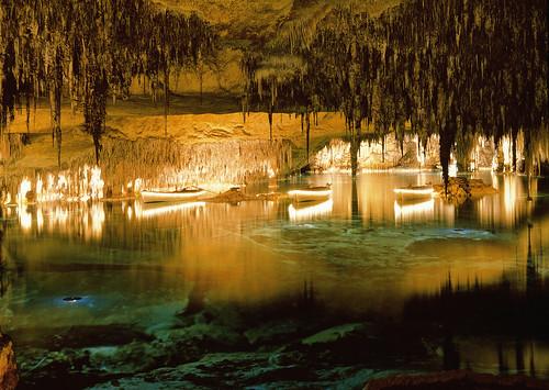 lago martel cuevas del drach