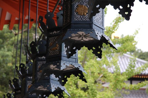 風景・寺 / Hanging lanterns at Nakayamadera Temple