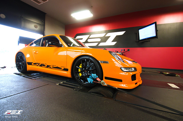 GT3 RS on dyno at PSI.jpg