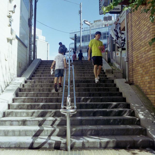 駅横の階段