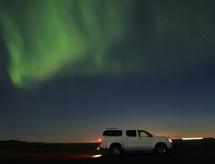 Norurljs og Hilux (gunnap) Tags: white car lights iceland jeep september aurora toyota northern sland borealis hilux hvtur bll 2011 norurljs jeppi