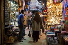 Mercato di Khan El-Khalili (Vincenzo Tortorella) Tags: hijab cairo di khan mercato elkhalili