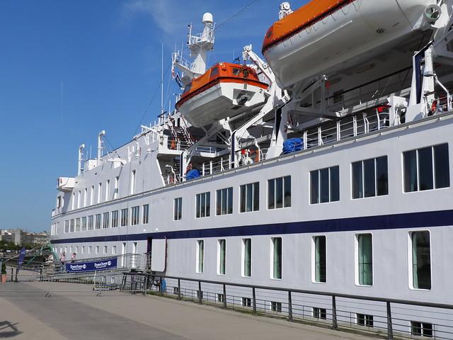 Paquebot Astor dans le port de Bordeaux - P9150091