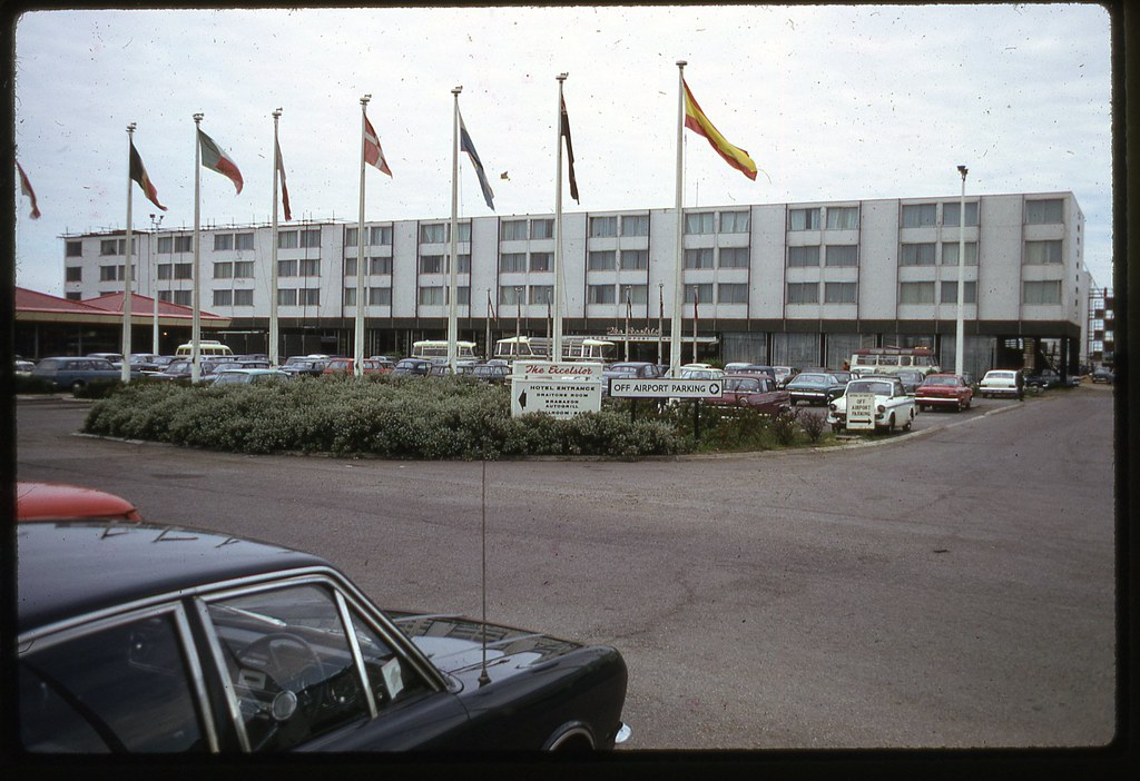 Excelsior London Airport Hotel, 1969