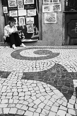 On The Sunny Side Of The Street (SergioMaxi) Tags: street white black sergio branco women side mulher sunny preto rua draw marques desenho srgio calada 450d sergiomaxi