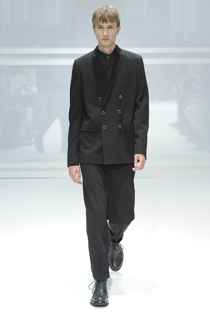 Misha Patel3019_SS12 Paris Dior Homme(VOGUEcom)