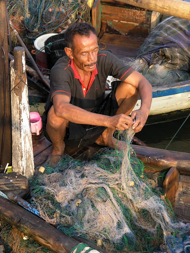 Mending a fishing net, Indonesia, Photo by Jamie Oliver, 2008