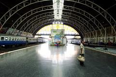 Leaving (( _`) Sho) Tags: station thailand bangkok platform railway      hualampong