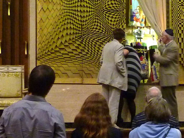 P1000313-2011-09-22-APC-Sacred-Spaces-Tour-Ahavath-Achim-Synagogue-opening-Aron-HaKodesh