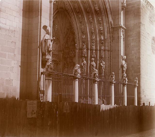 Puerta de los Leones en 1913. Fotografía de Luis Calandre Ibáñez