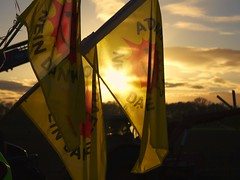 Atomkraft?  Nej tak (Leucippus) Tags: sunset sun backlight germany rally flags demonstration contrejour castor nuclearpower gorleben wendland dannenberg xtausendmalquer nuclearpowernothanks atomkraftneindanke smilingsun