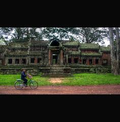 Cambodia (Ivan Serra) Tags: bike temple cambodia bici templo camboya ltytrx5