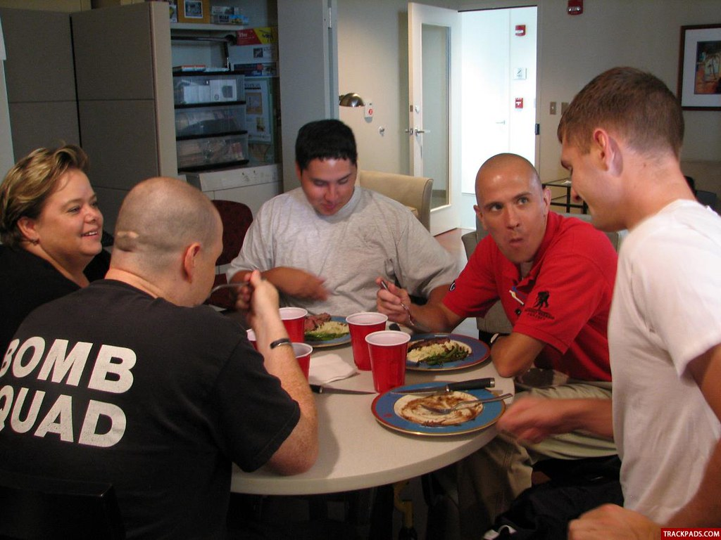 Airmen bring joy through cooking at Center for the Intrepid