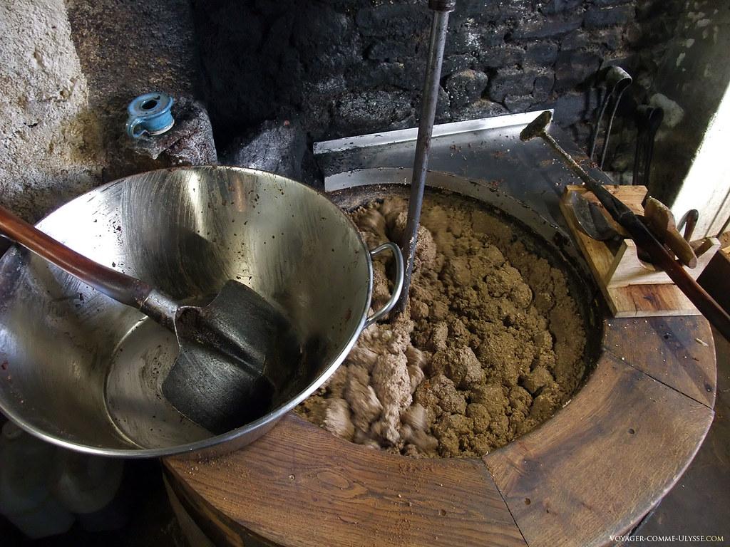 Poêle de cuisson de la pâte de noix