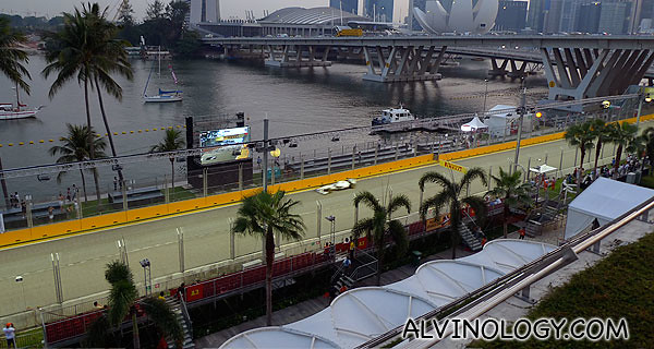 Excellent, unobstructed view of the race from the roof top of the Singapore Flyer