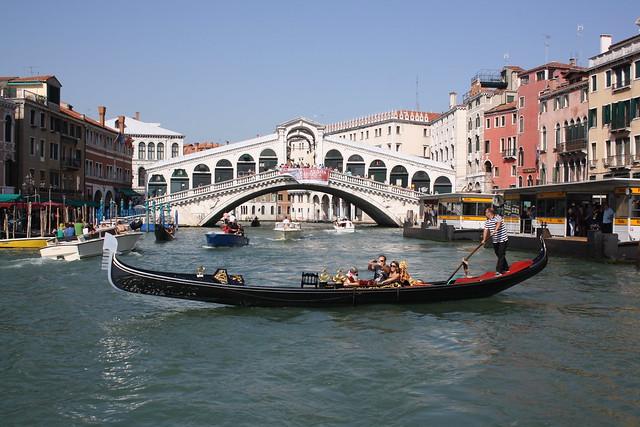 Puente de Rialto desde el vaporetto
