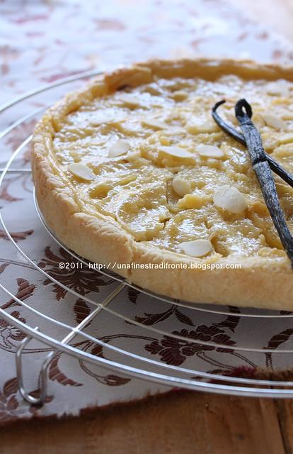 Torta con mele caramellate e crema alla vaniglia