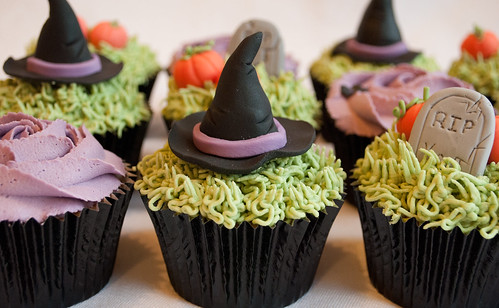 Halloween Cupcake Class  by thecustomcakeshop