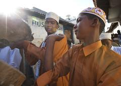 Muslim maulidi procession in Lamu - Kenya (Eric Lafforgue) Tags: africa island kenya culture unescoworldheritagesite afrika tradition lamu swahili afrique eastafrica qunia lafforgue  qunia    kea   tradingroute 125759 a