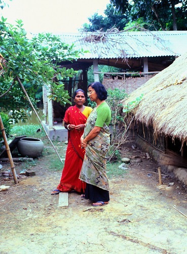 WorldFish staff give useful advice when they visit the villages, but they also learn a lot about what works best in the fields. Bangladesh. Photo by Ebbe Schioler, 2002
