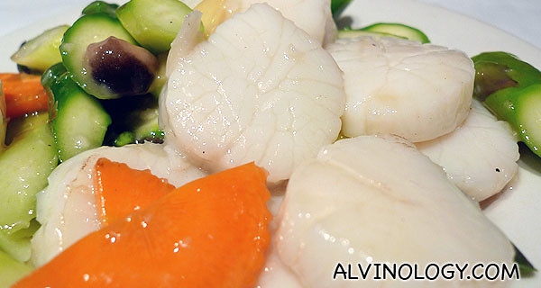 Large, succulent scallops stirred fried with asparagus