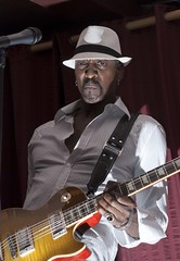 Dennis Jones - The Dennis Jones Band (shottwokill) Tags: music nikon sb600 blues nikkor jam livebands cls harveys jpgs d80 dennisjones