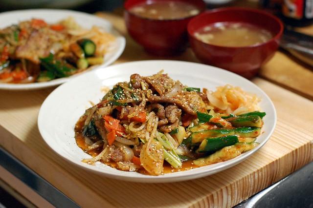 キムチ漬けの素で肉野菜炒めキムチ風!