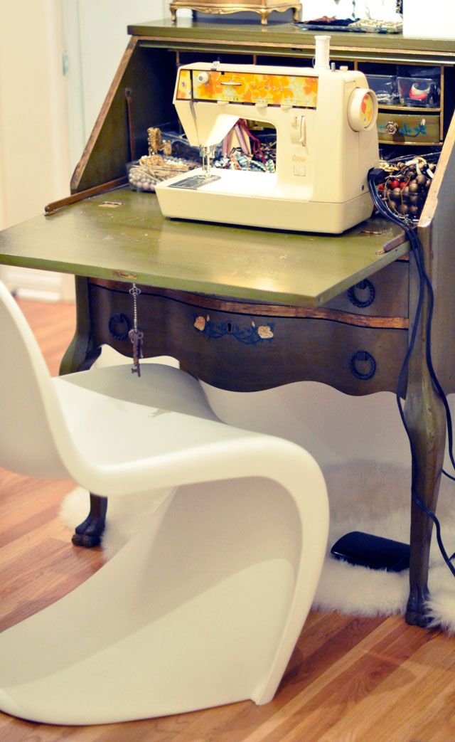 Vintage-Singer-sewing-machine---70's