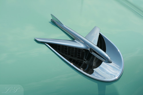 airplane hood ornament